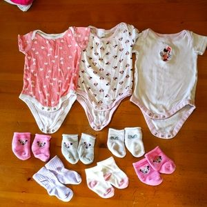 Lot of 3 Minnie mouse Disney onesies and socks